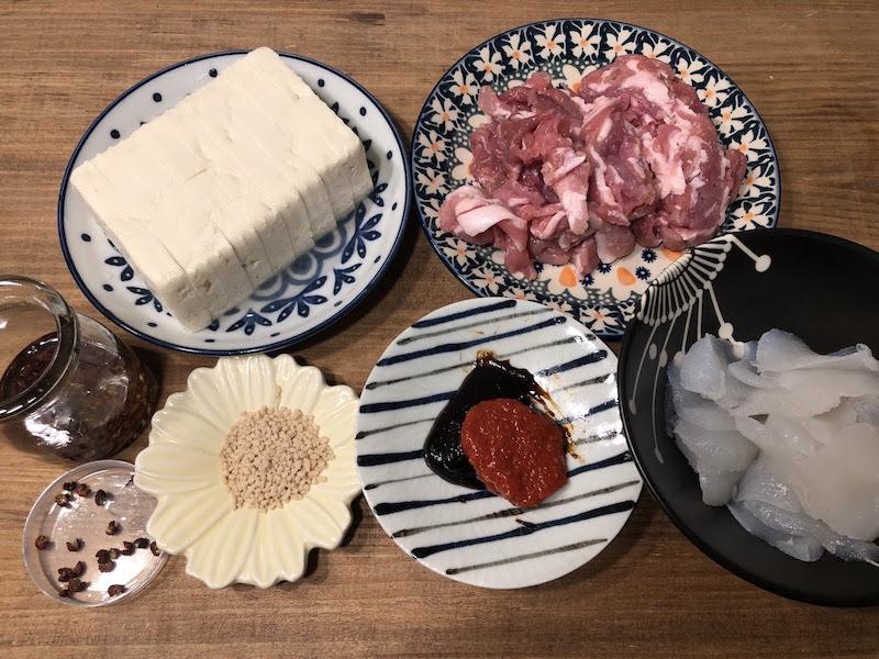 豚肉とこんにゃくの麻婆豆腐の材料